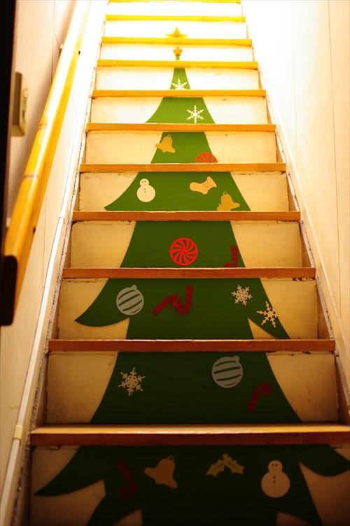 クリスマスツリーの階段