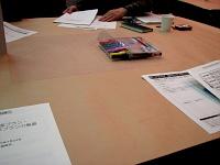 テーブルクロスの代わりの模造紙