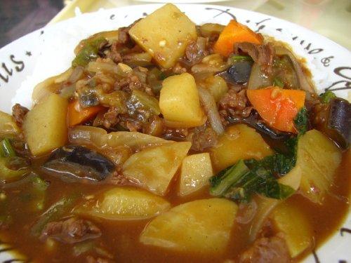 夏野菜てんこ盛りのスペシャルカレー
