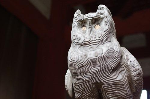 謎の木彫のフクロウ