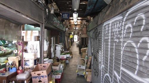 赤坂門市場はまさに異空間
