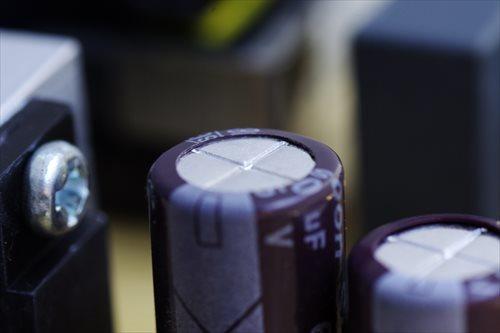 正常な電解コンデンサ