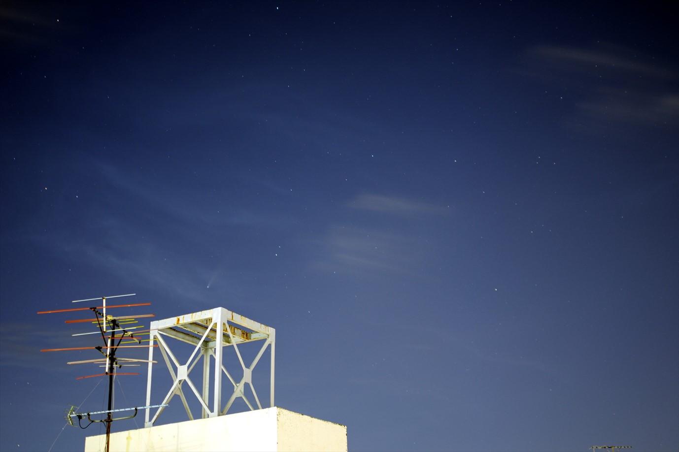 ネオワイズ彗星 2020年7月20日 20:25:44(35mm、f/2、25sec、ISO100)