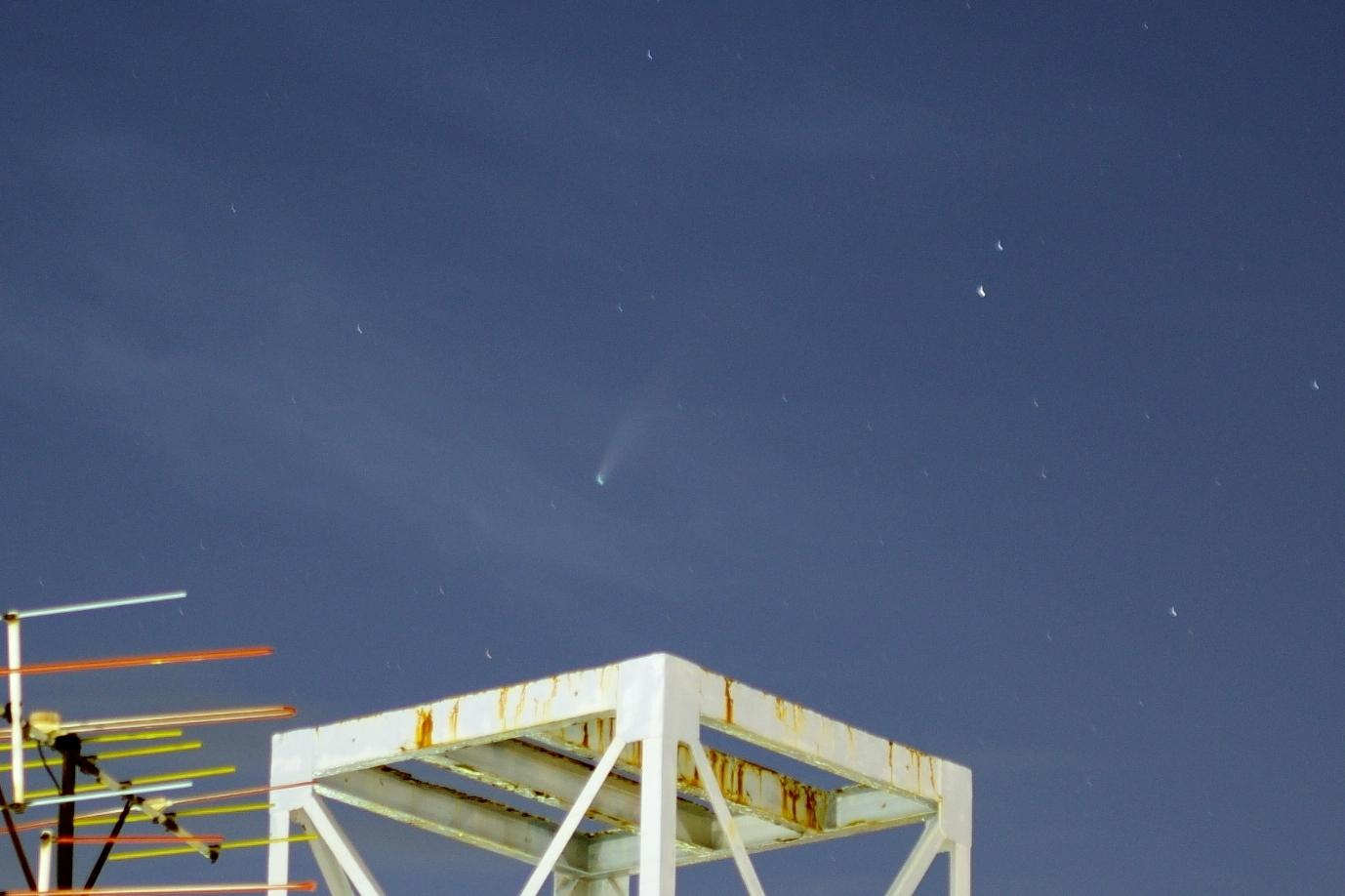 ネオワイズ彗星 2020年7月20日 20:27:49(35mm、f/2、25sec、ISO100)